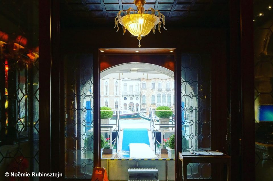 This photo was taken in Venice in a palace which succeeds to create an amazingly private and personal atmosphere, thanks to its many discreet and beautiful corners.