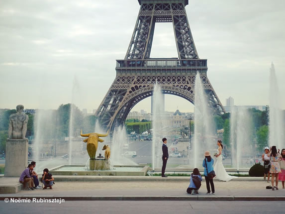 This photo was taken on an assignment in Paris where the main theme was the Eiffel Tower. I went to the Trocadéro and got the chance to photograph this married couple, their photographer and their friends.