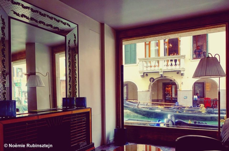 This photo was taken in Venice in a hotel which succeeds to create an amazingly private and personal atmosphere, thanks to its many discreet and beautiful corners. The view on the canals is breathtaking.