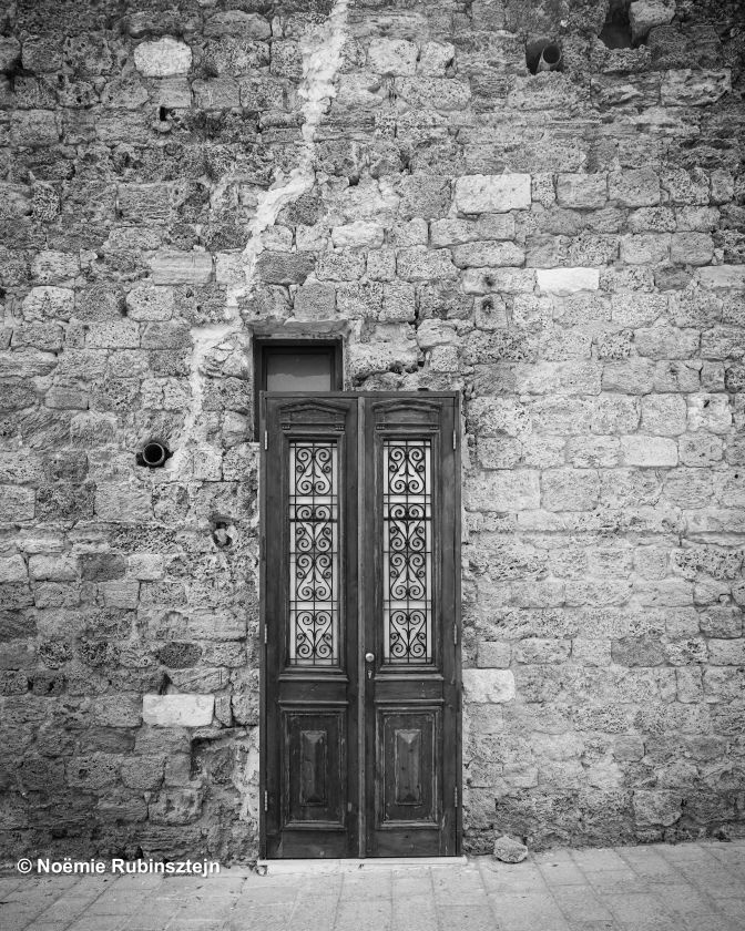 This photo was taken in the old city of Yaffo. The door reminded me of Harry Potter's adventures and passageway to magic and a universe where everything is different but nonetheless worse or better.
