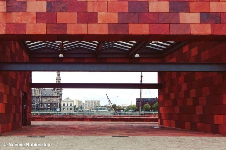Picture of the entrance to the Museum aan de Stroom in Antwerp